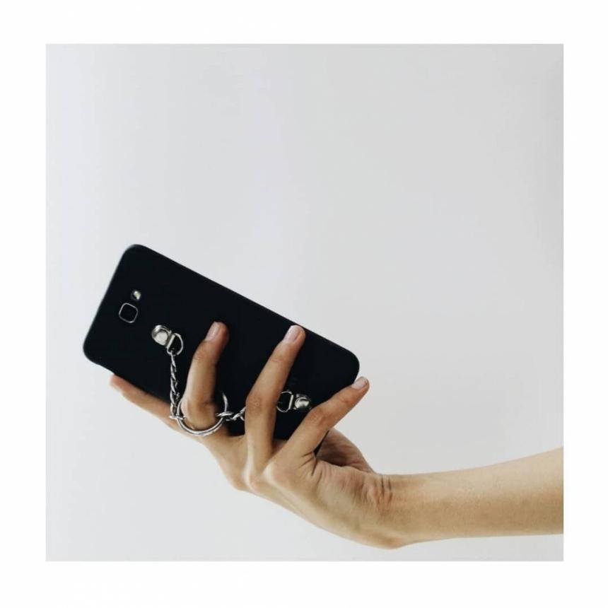 قاب موبایل سیلیکونی /زنجیری برای آیفون 5 یا اس ای